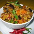 Meatless Mondays: Quinoa Chili Stir Fry Recipe - contributed by our friend Leigh-Chantelle at Viva La Vegan, a website which focuses on easy to prepare vegan recipes