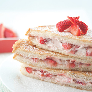 Strawberry-Cream-Cheese-Stuffed-French-Toast