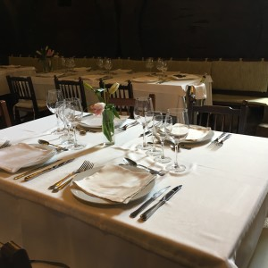 Photo Can Amer table setting with wine bucket