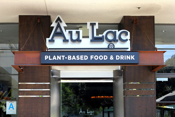 Review: Au Lac Restaurant