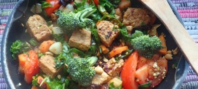 Tempeh, Seaweed, and Peanut Stirfry